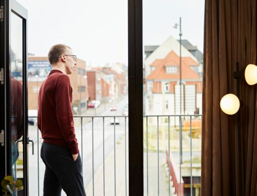 Rasmus trives i sin containerbolig på havnen i Fredericia: Det er lige så godt som at bo på hotel